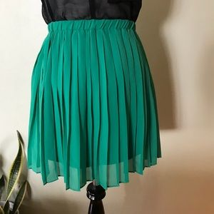 Urban Outfitters Kelly Green Pleated Skirt
